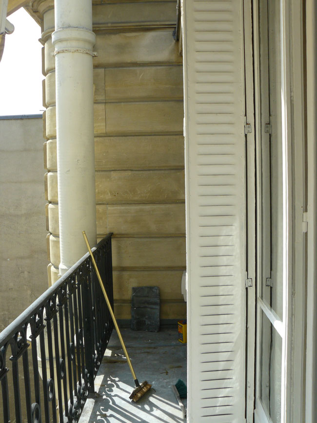 Meuble salle de bain vitrine - Amenagement balcon paris ...