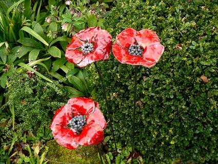 Les pavots rouges décoration florale en céramique . Des points de ...